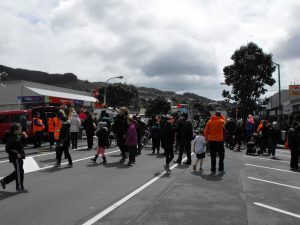 Street crowd, Spring into Tawa